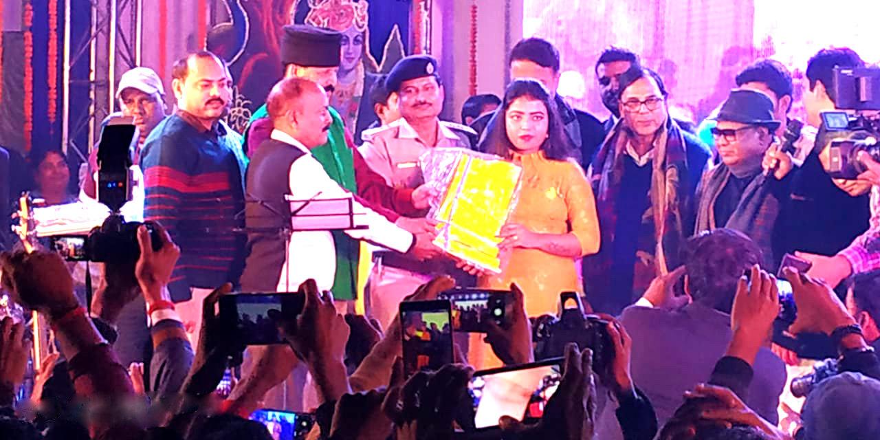 Samajsevi Dr.Bhupendra Madhepuri along with famous Bollywood Singer Md.Aziz , Kolkatta Kokila Arpita , Registrar Colonel Neeraj Kumar , SDM Shri Vrinda Lal , SDPO Md.Wasi Ahmad , NDC Dr.Rajneesh Rai and others at Samapan Samaroh of Gopastmi Mahotsav at Gaushala Madhepura.
