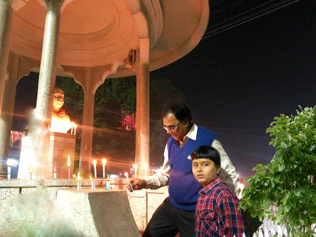 Dr.Madhepuri alongwith his grandson Aditya celebrating Diwali at Bhupendra Chowk Madhepura.