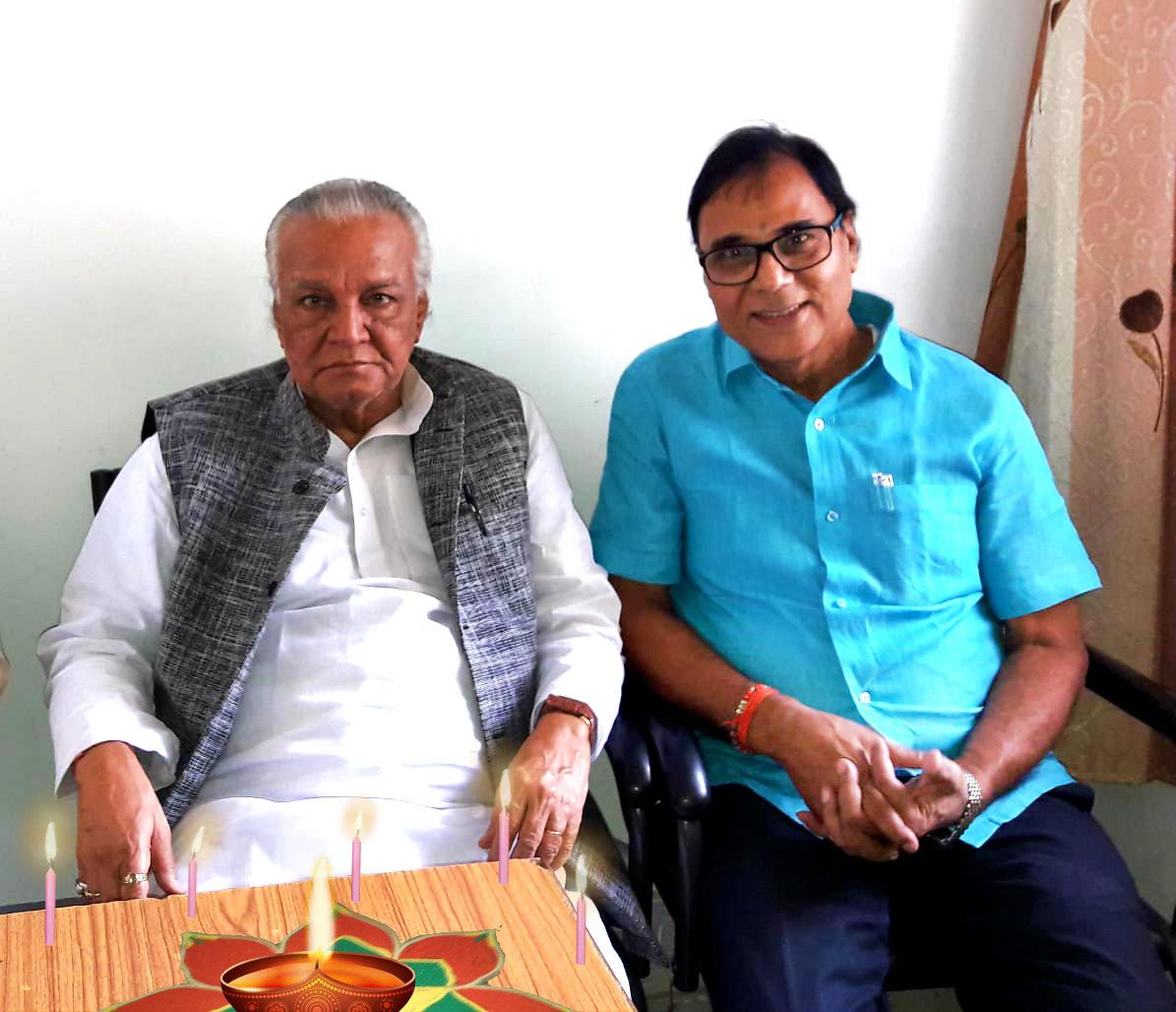 Dr.Madhepuri and Dr.Ravi celebrating Dipawali along with VIPs of Madhepura.