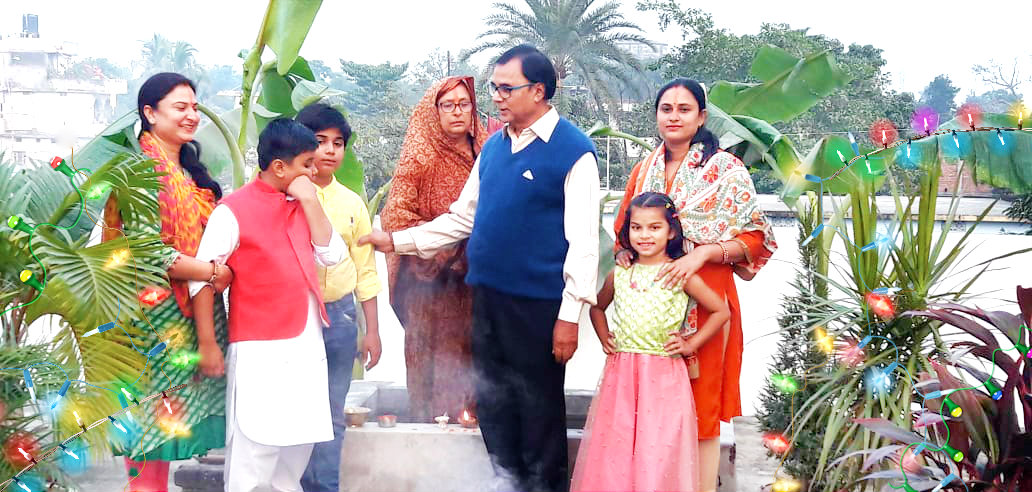 Dr.Madhepuri celebrating Chhath Mahabrat along with wife Smt. Renu Choudhary and daughters Rupam Bharti, Rashmi Bharti, grandsons Akshya-Aditya & grand daughter Aadya at Vrindavan, Madhepura.