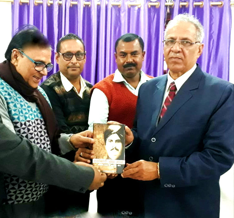 Dr.Madhepuri offering his book