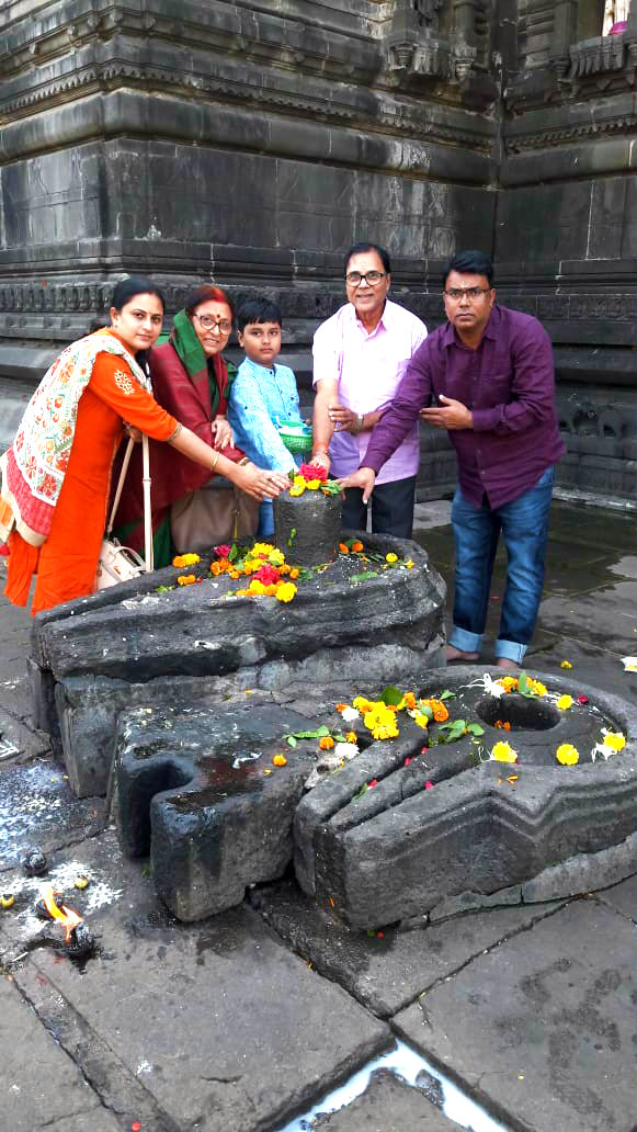 Mr. & Mrs. Madhepuri, Son-in-law Dr.Barun & Daughter Dr.Rashmi along with lovely child Aditya worshipping Lord Shiva at Trimbakeshwar Shiva Temple (Jyotirling).