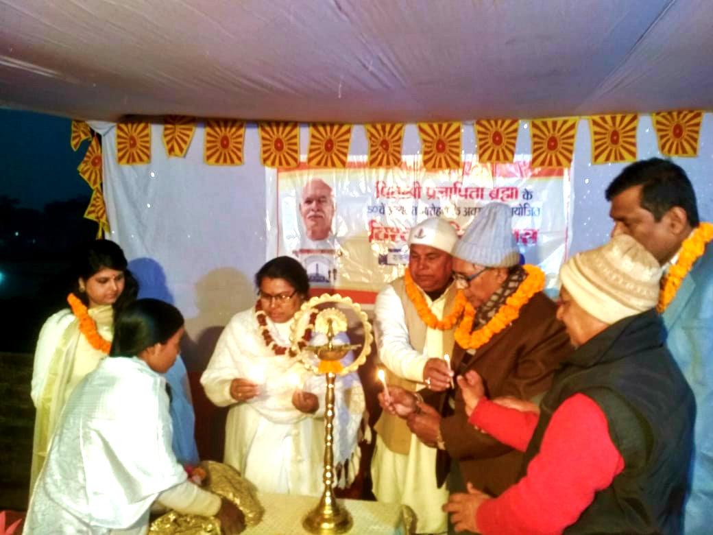Samajsevi Dr.Madhepuri along with the members of Prajapita Brahma Kumari Ishwariya Vishwavidyalaya inaugurating the 50th Punya Tithi of Brahma Baba at Madhepura.