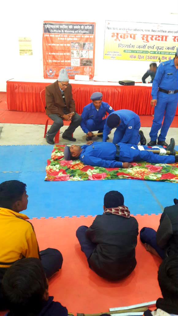 Dr.Madhepuri along with SDRF Team Manager Inspector Hanslal Gupta observing the easiest method to protect the victims.