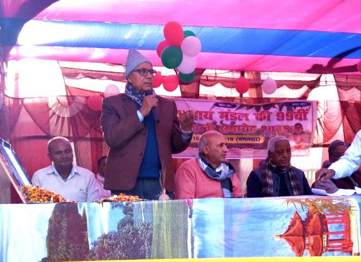 Dr. Bhupendra Narayan Madhepuri addressing the people at Shahid Chulhaye Yadav Jayanti Samaroh in graceful presence of Former Cabinet Minister & Present Member of Legislative Assembly Prof.Chandra Shekhar, Prof.Shyamal Kishor Yadav, Dr.Naresh Kumar & others at Chulhai Smarak Manhara -Shukhasan.
