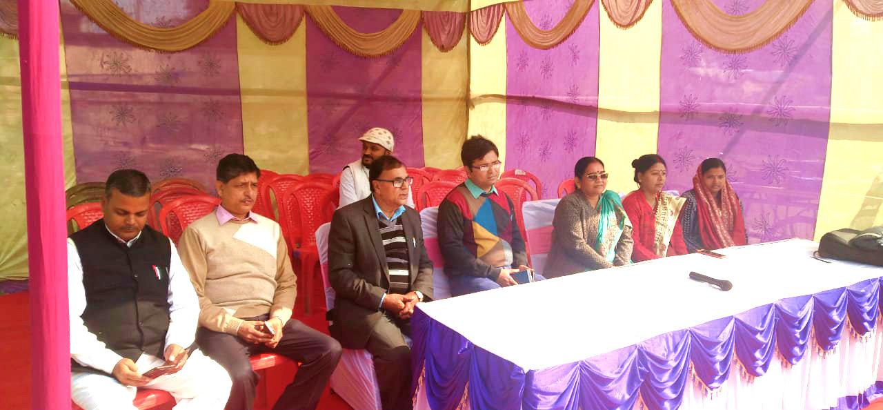 Dr.Madhepuri along with DM Navdeep Shukla (IAS), District Board Chairman Smt.Manju Devi, CO BN Jha, Vice Chairman Raghunandan Das & others on the occasion of Shahid Diwas meet at Madhepura.