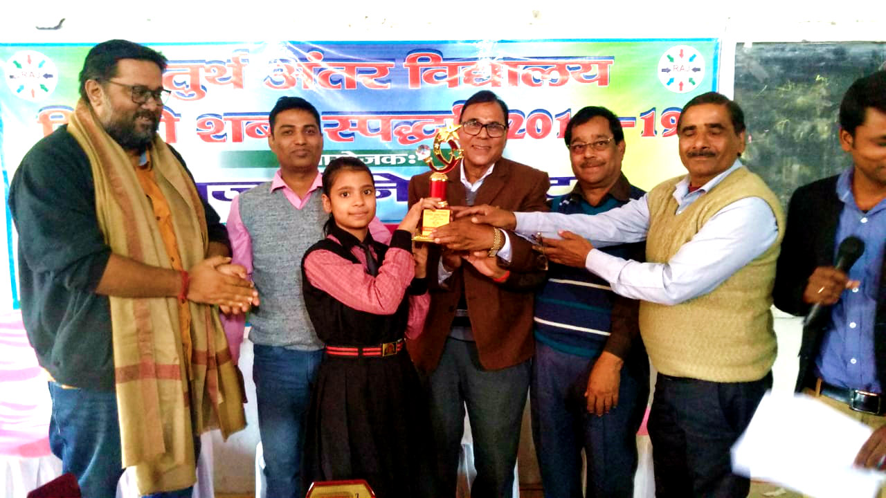 Dr.Madhepuri & others giving the prize to the best performer jointly.