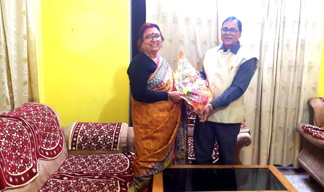 Dr.Madhepuri receiving Bouquet from his wife Mrs.Renu Choudhary on the 10th February (Dr.Madhepuri's Birthday ) at Vrindavan Madhepura.