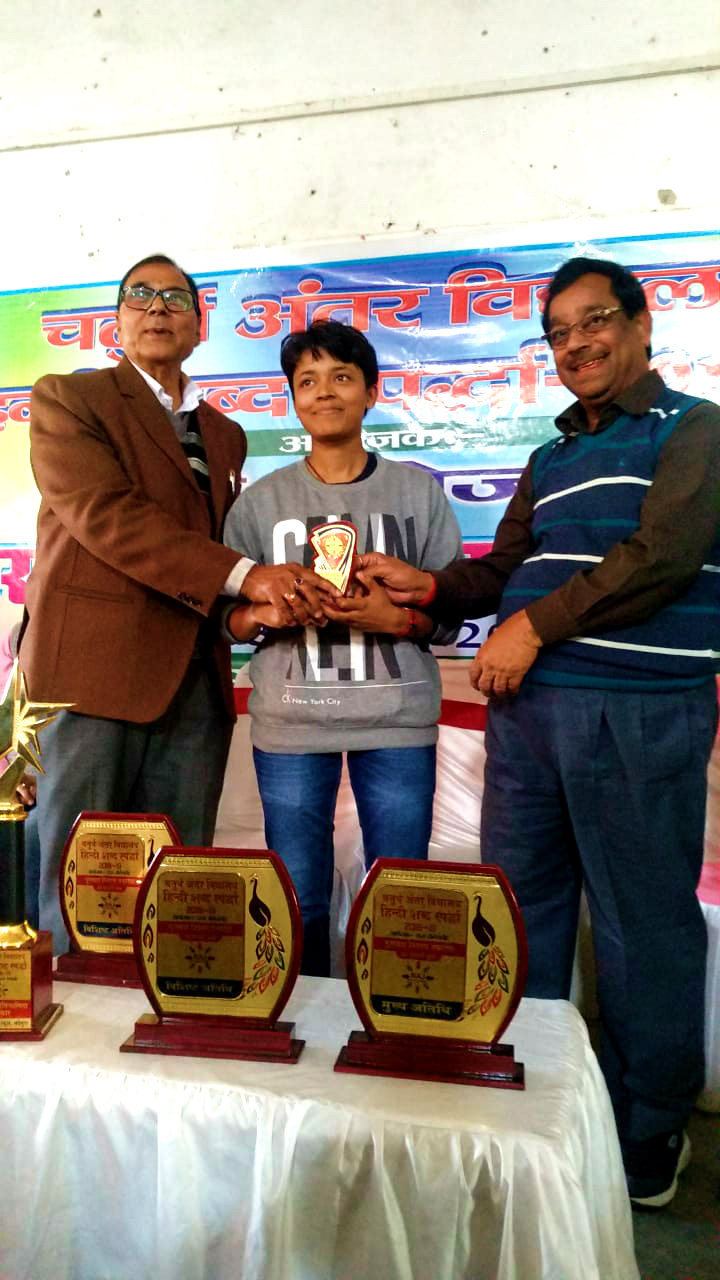 Patron Dr.B.N.Madhepuri & Principal, Dr.K.P.Yadav encouraging the National Level Player of Badminton Miss Reyanshi Gupta.