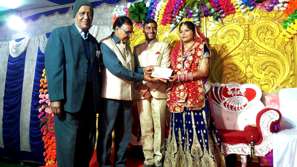 Dr.Madhepuri with Prof S.K.Yadav giving blessings to the newly married couple Ayushmati Pusplata & Ayushman Amit Kumar.