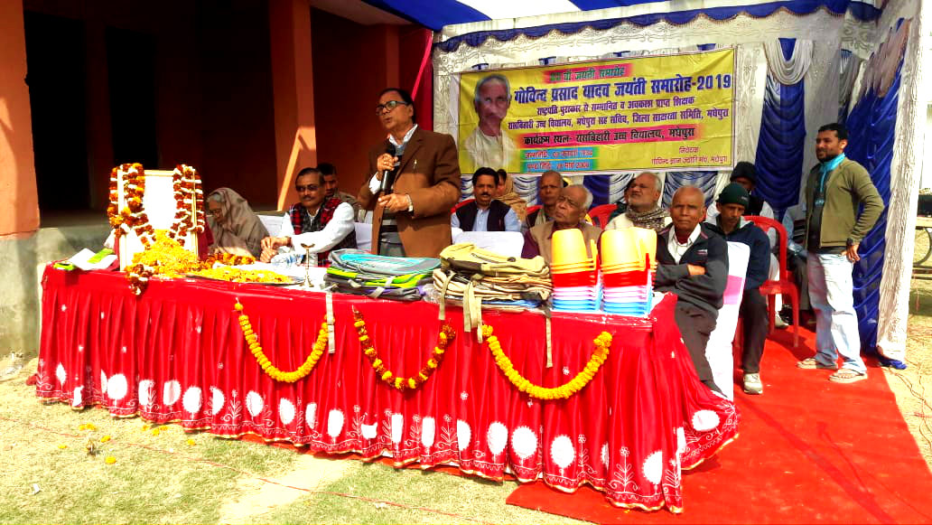 Dr.Madhepuri in presence of Pro-VC Dr.K.K.Mandal , MLC Vijay Verma & others addressing the audience.
