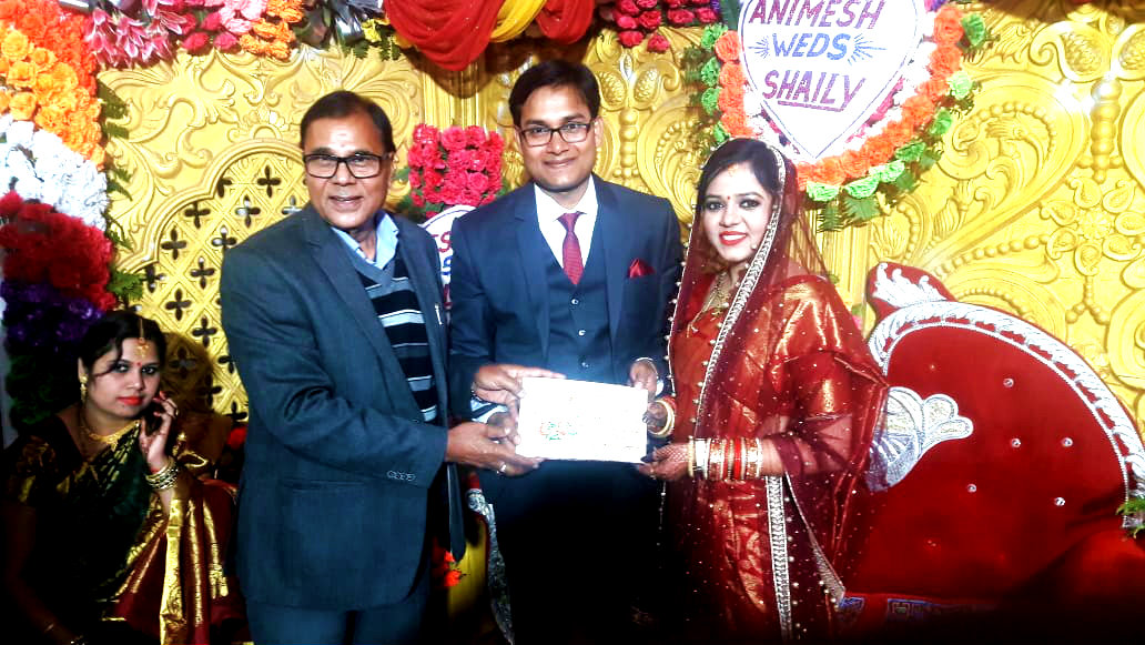 Dr.Bhupendra Narayan Madhepuri giving blessings to the newly married couple Ayushman Animesh & Ayushmati Shilpa at Jyotasana Bhawan,  Madhepura.