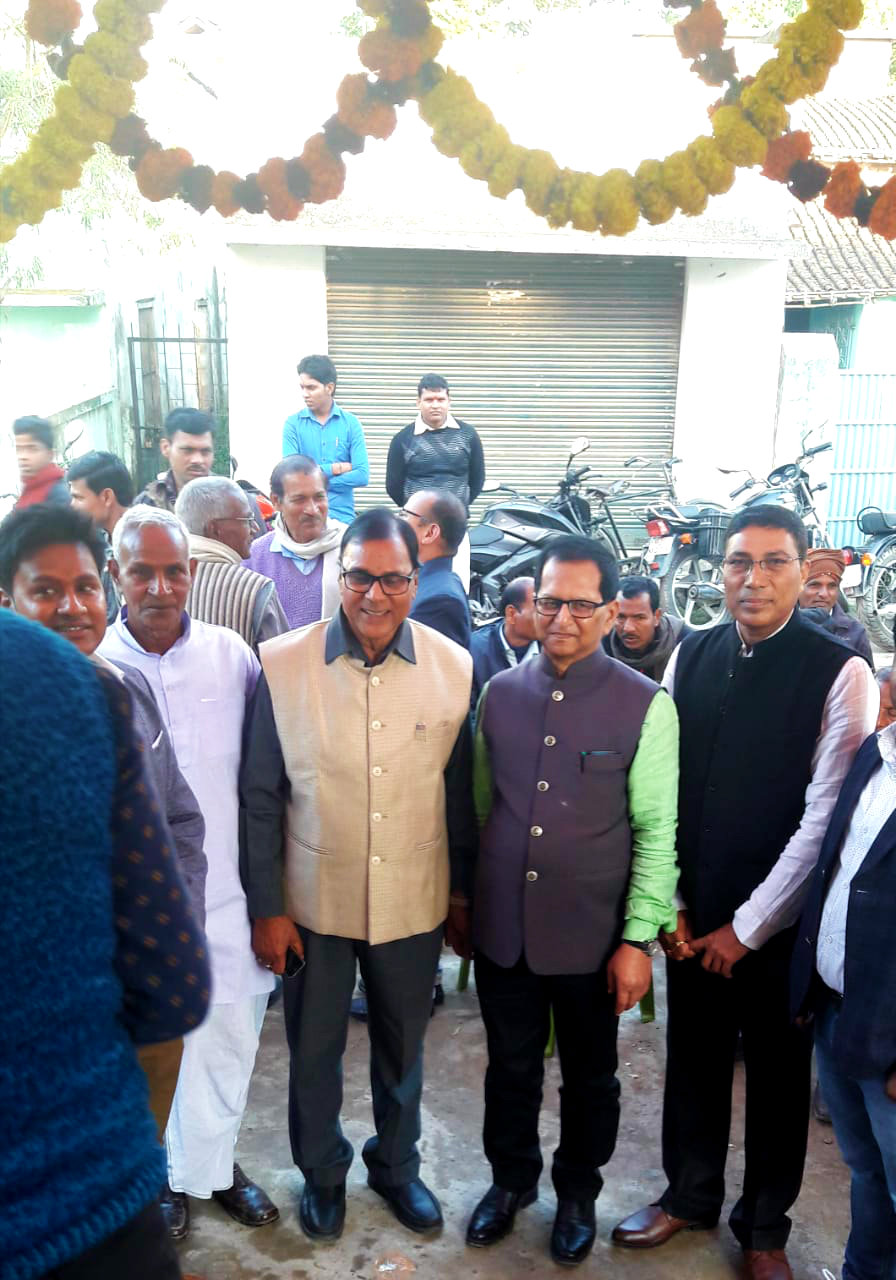 Samajsevi Dr.Madhepuri along with Former Secretary of IMA Madhepura Dr.S.N.Yadav, Deputy Chief Engineer of Rail Factory Er.K.K.Bhargav, retired Teacher Narayan Pd.Yadav & his son Dr.Pranav attending inaugural function of U.N.Dental Clinic at Madhepura.