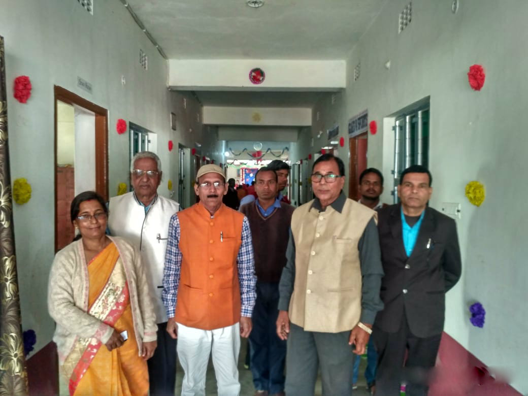 University Professor of Physics Dr.B.N.Yadav Madhepuri along with Prof(Dr.) Naresh Kumar (Chemistry) , Dr.Siddheshwar Kashyap (Hindi), Prof.Shyamal Kishor Yadav, Director Dr.Chandrika Yadav & others going to attend the science Exibition organised by the students of Maya Vidya Niketan, Naya Nagar Madhepura.
