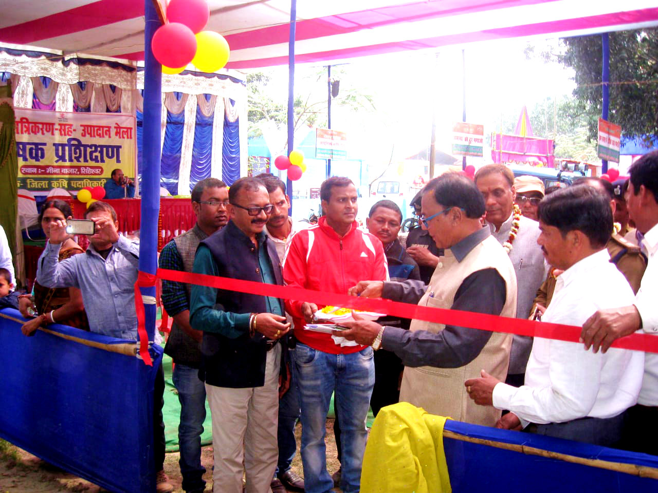 Dr.Madhepuri inaugurating Agricultural Meena Bazar in presence of District & Session Judge Manmohan Sharma, SP Sanjay Kumar (IPS), Pariyojna Padadhikari (ATMA) Ranjan Balan & others at Singheshwar Mela .