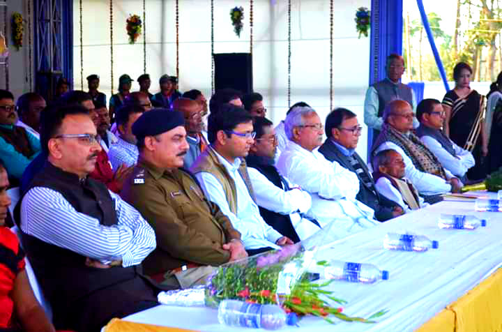 Dr.Madhepuri along with Minister Dr.Ramesh Rishideo, Former Minister Narendra Narayan Yadav, DM Navdeep Shukla, SP Sanjay Kumar, ADM (L.S.) Shiv Kumar Shaiv, ADM Upendra Kumar, Zila Adhyaksh (JDU) Bijendra Nr.Yadav , Netaji Siyaram Yadav & others are about to express their thoughts about Lord Shiva after the inauguration of Singheshwar Mahotsav.