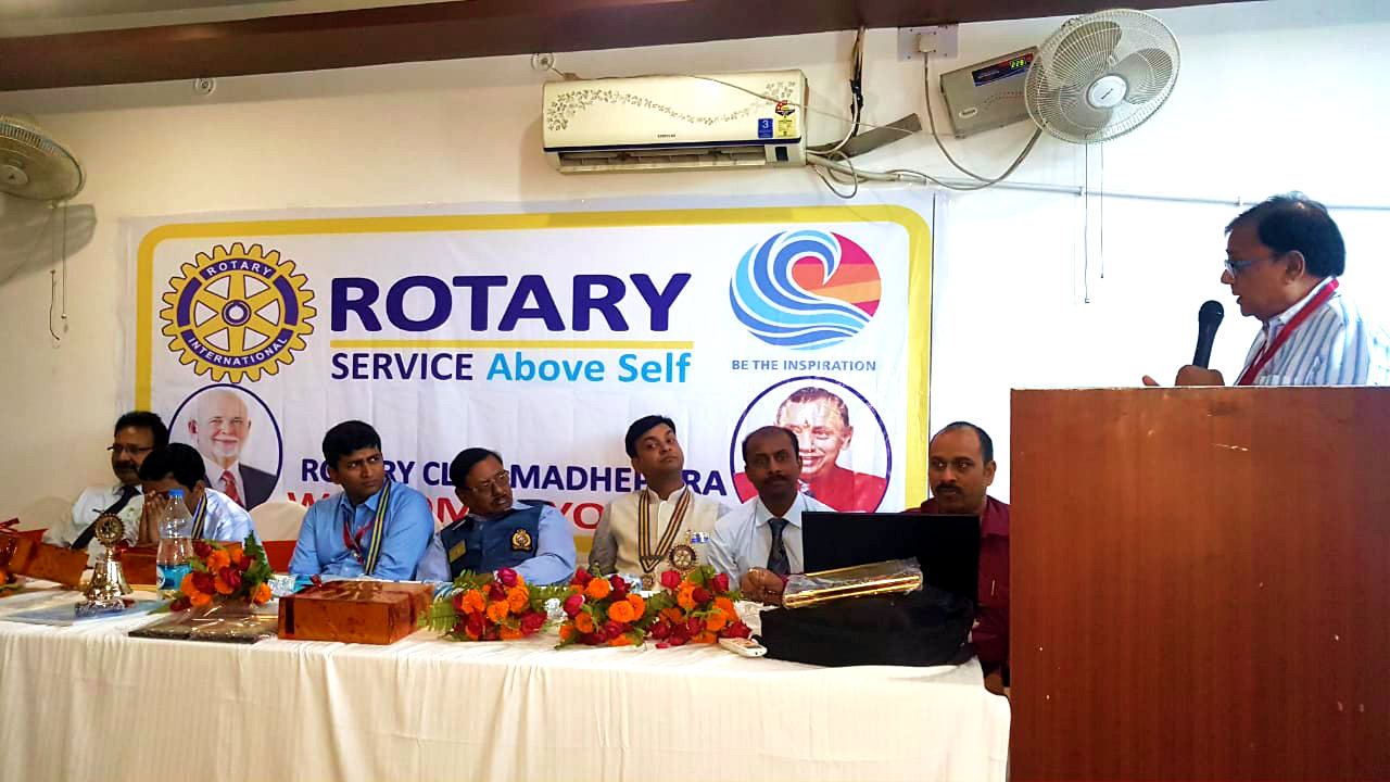 Dr.Madhepuri addressing the first meeting of Rotatry Club as a seminar member of the club on the 31st March at Madhepura.