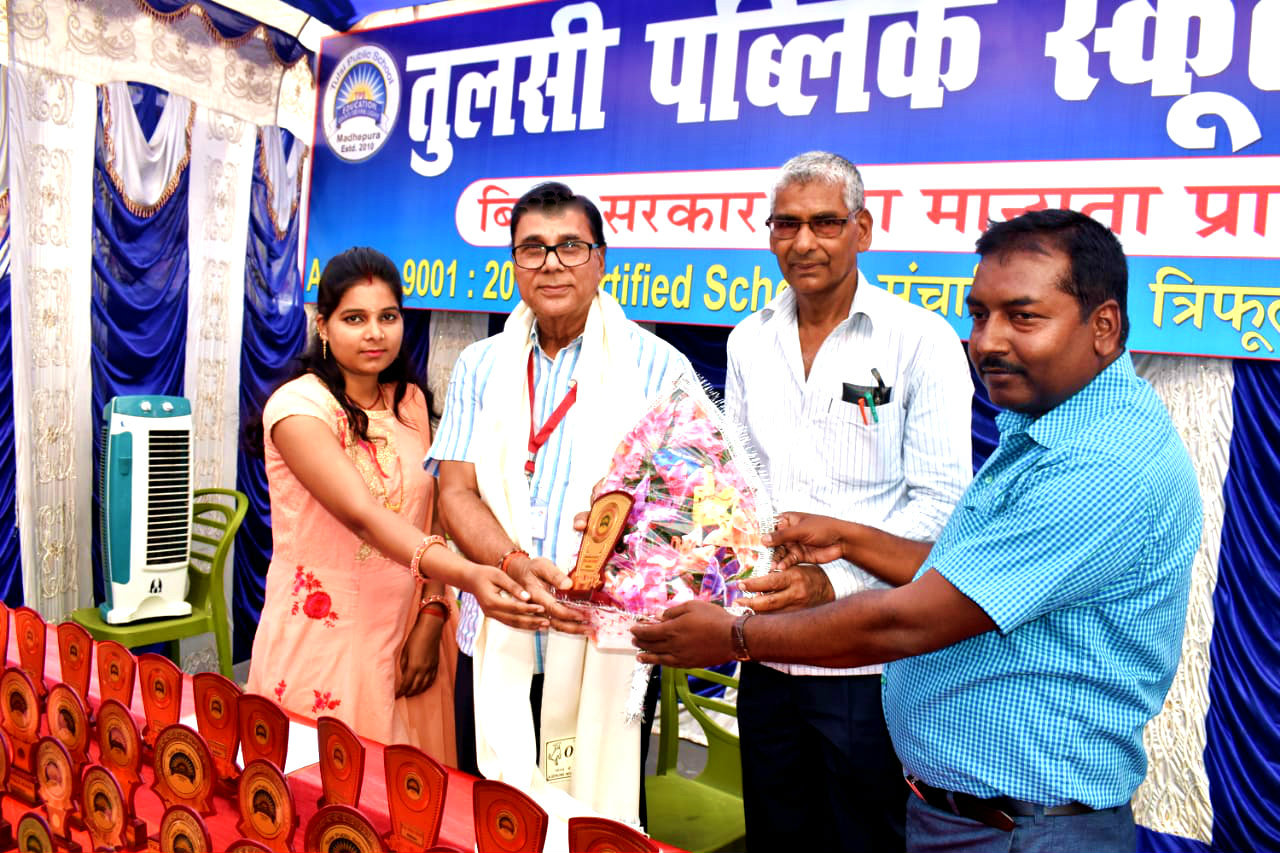 Sahityakar Dr.Madhepuri is being greeted by the Director Shri Shyamal Kumar Sumitra , Principal Dr.Harinandan Prasad Yadav & Teacher Pooja Kumari of Tulsi Public School with Angbastram & Bouquet-Momento as Guest of Honour.