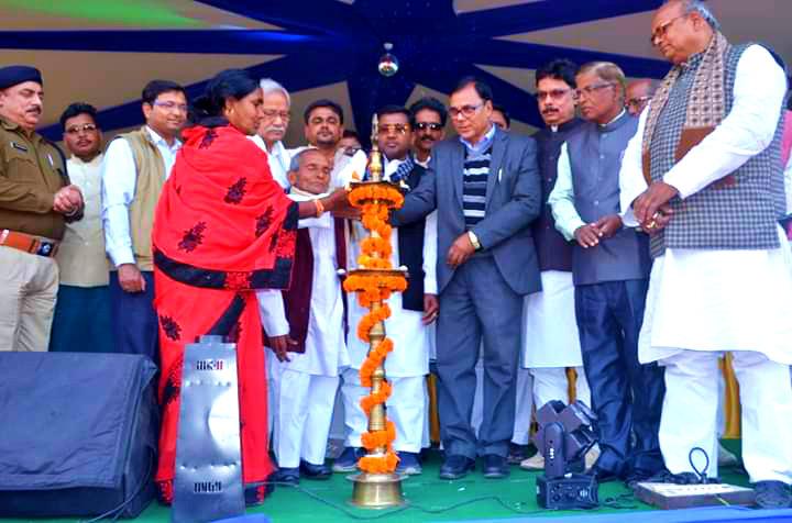 Samajsevi Dr.Madhepuri popularly known as Guardian of Madhepura along with SC-ST Minister Dr.Ramesh Rishidev, Former Minister & MLA Shri Narendra Nr. Yadav, Netaji Siyaram Yadav, DM Shri Navdeep Shukla (IAS), SP Shri Sanjay Kumar (IPS), Pramukh Smt.Chandrakala Devi, District (JDU) President Prof. Bijendra Nr.Yadav, S&G Jai Krishan Yadav & others inaugurating Rajkiya Singheshwar Mahotsav at Singheshwar .