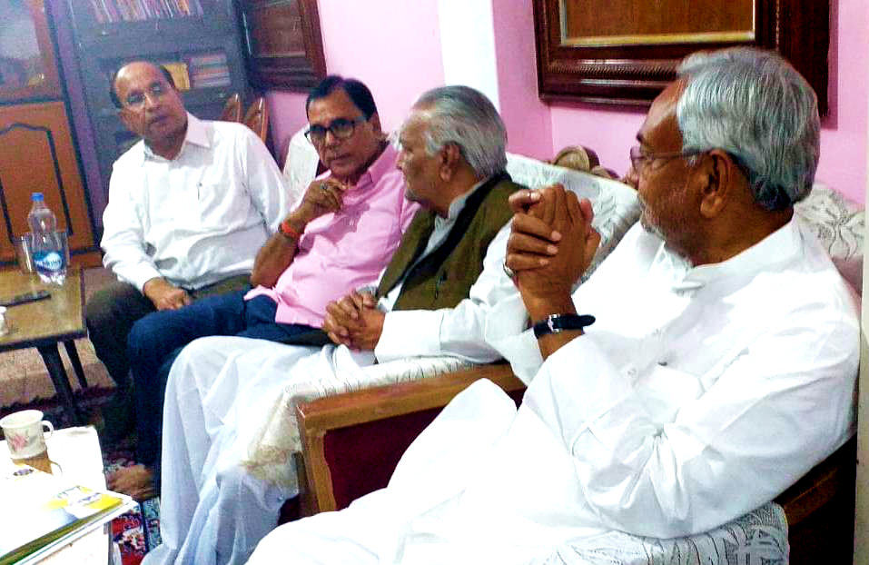 Dr.Madhepuri briefing the literary and cultural activities of Madhepura to Honourable Chief Minister of Bihar Shri Nitish Kumar along with MLC Lalan Sarraf & Founder VC (BNMU) Dr.Ravi at Madhepura.