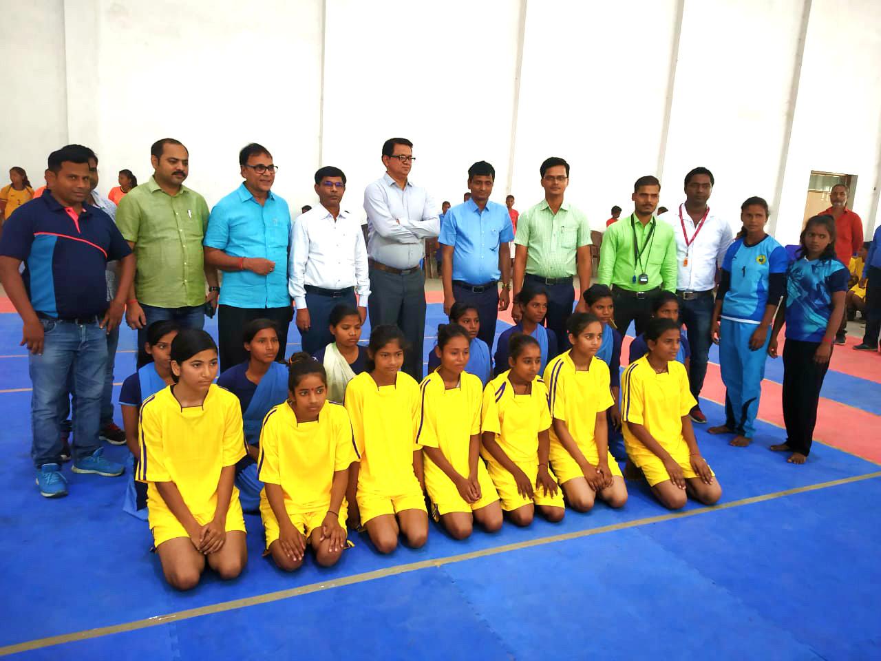 Dr.Madhepuri along with DDC Vinod Kumar Singh, ADM Upendra Kumar, NDC Rajneesh Kumar Roy, Arun Kumar & others with Balika Kabaddi Teams at B.P.Mandal Indoor Stadium on the occasion of Zila Athapana Diwas 2019.