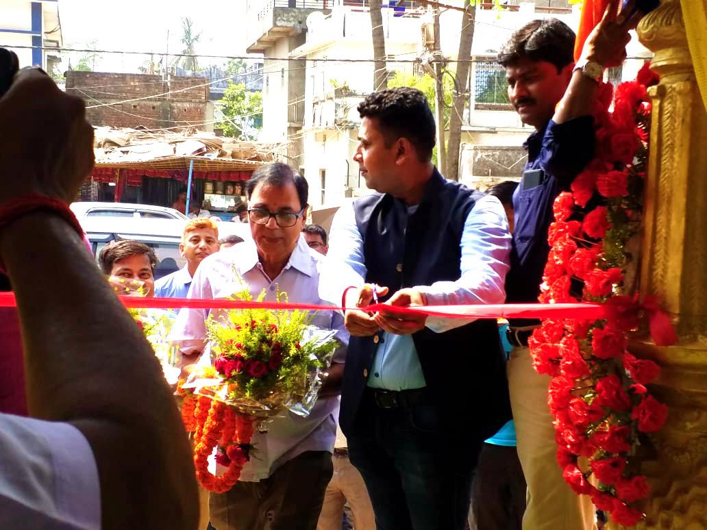 Dr.Madhepuri along with DGM Mr.Amit Kumar Jain of Kajaria Group & Er.Rajesh seen just before inauguration.