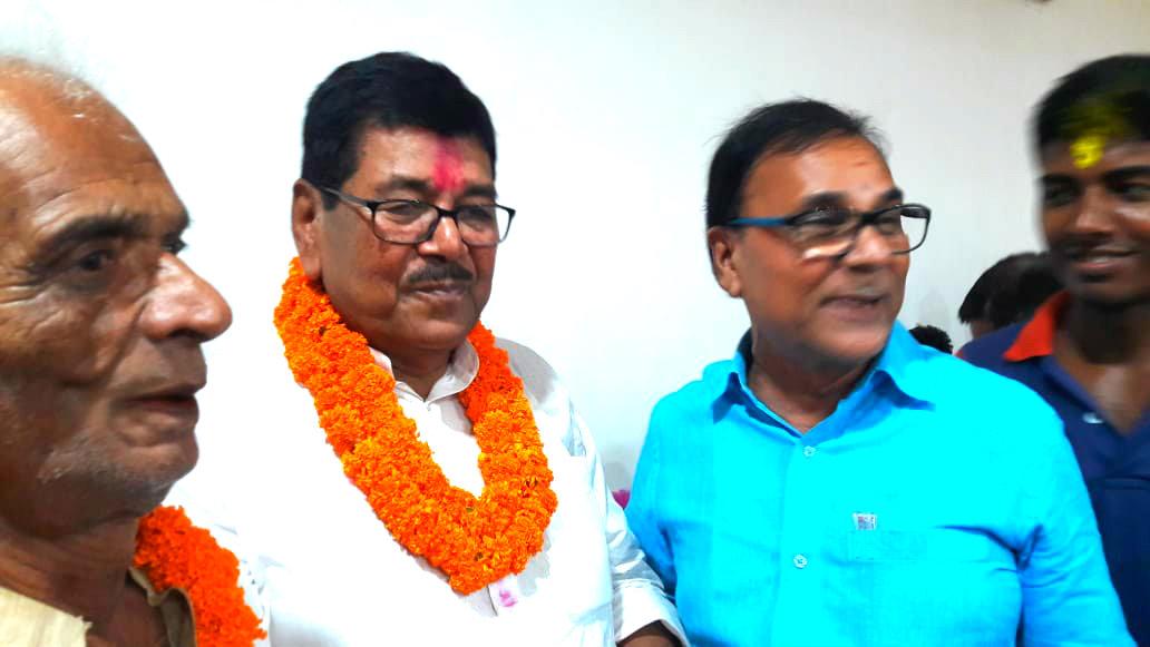 Senior Leader of JDU Dr.Madhepuri & Pradhanji greeting newly elected Honourable Member of Parliament from Madhepura Loksabha Constituency Shri Dinesh Chandra Yadav at Bhupendra Chowk, Madhepura.