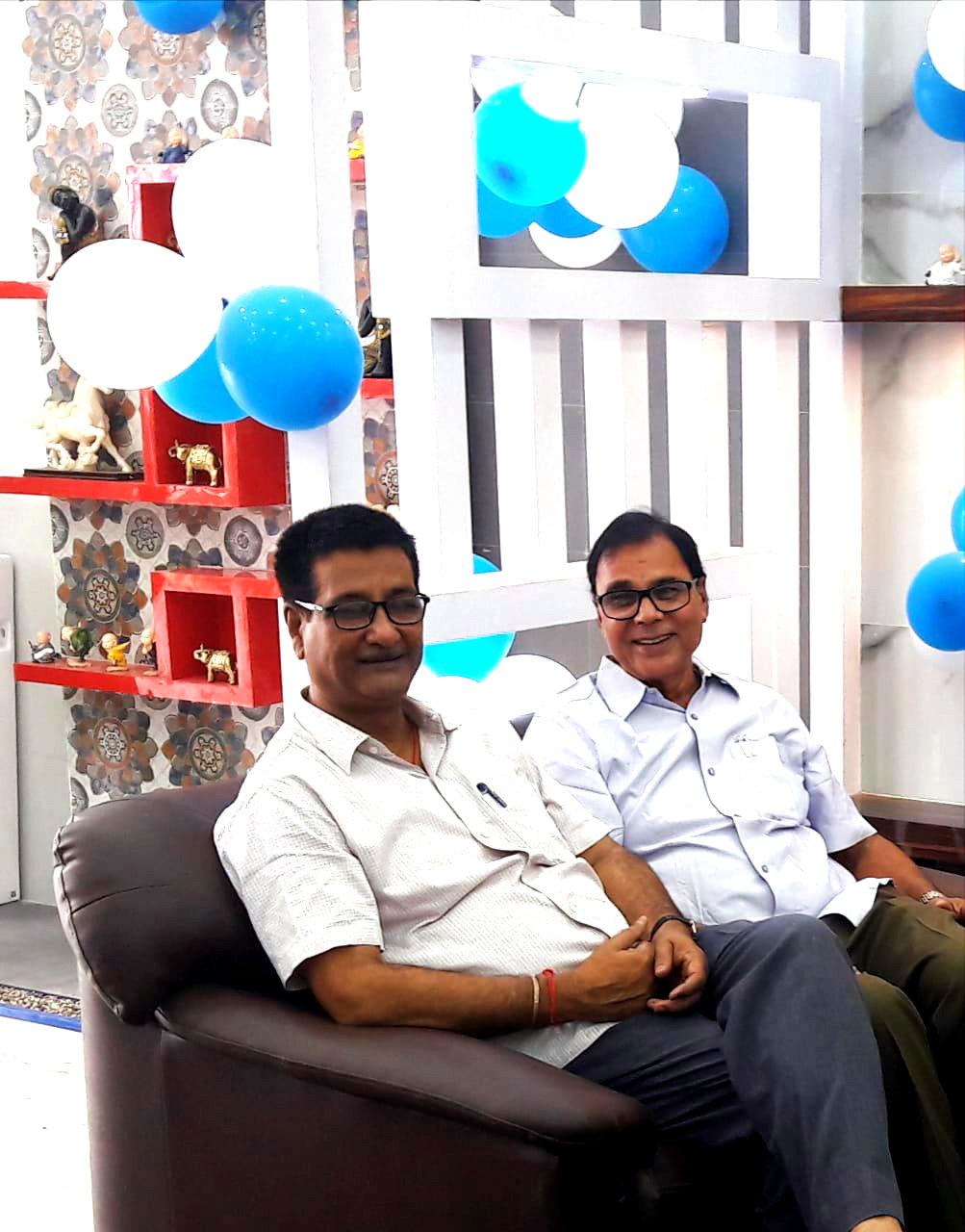 Samajsevi-Sahityakar Dr.B.N.Yadav Madhepuri along with Dr.Kishor Kumar the former Principal of B.N.M.V. Waiting to attend Kajaria Group Inaugural Function near Shiv Honda Show Room at Madhepura.