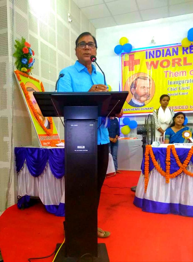 Educationist Dr.B.N.Yadav Madhepuri addressing the intellectuals after the inaugural function of Red Cross Day at Bhupendra Memorial Kala Bhawan, Madhepura.