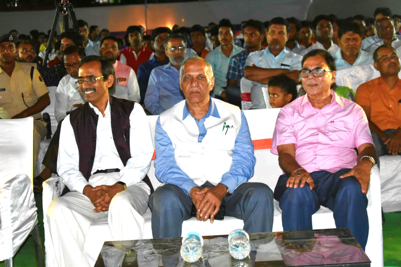 Prof(Dr.)Madhepuri having good time with Honourable VC Prof(Dr.) A.K.Ray, Pro-VC Prof(Dr.) Farooque Ali engaged in enjoying the Jagran Kavi Sammelan at Keshav Kanya Vidyalaya Campus, Madhepura.