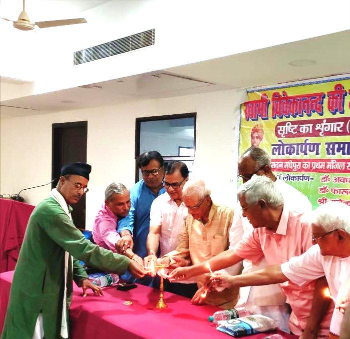 Sahityakar Prof(Dr.) Bhupendra Narayan Yadav Madhepuri along with Senior Professor Dr.K.N.Thakur, Rashtriya Mahasachiv PLS Shri Rajendra Rajan, Dr.Surendra Narayan Yadav, Dr.Deo Narayan Paswan Dev, Manch Sanchalak K.K.Choudhary, Dr.Ram Naresh Singh & Prof.Shyamal Kishore Yadav inaugurating the Book Lokarpan Samaroh at Jeewan Sadan Madhepura.