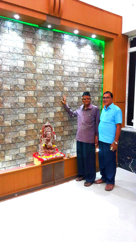 Sahityakar Dr.Madhepuri and Itihaskar Shri Shalabh both Guru & Shishya at Ganpati Sharnam inside Vrindavan Hospital , Madhepura.