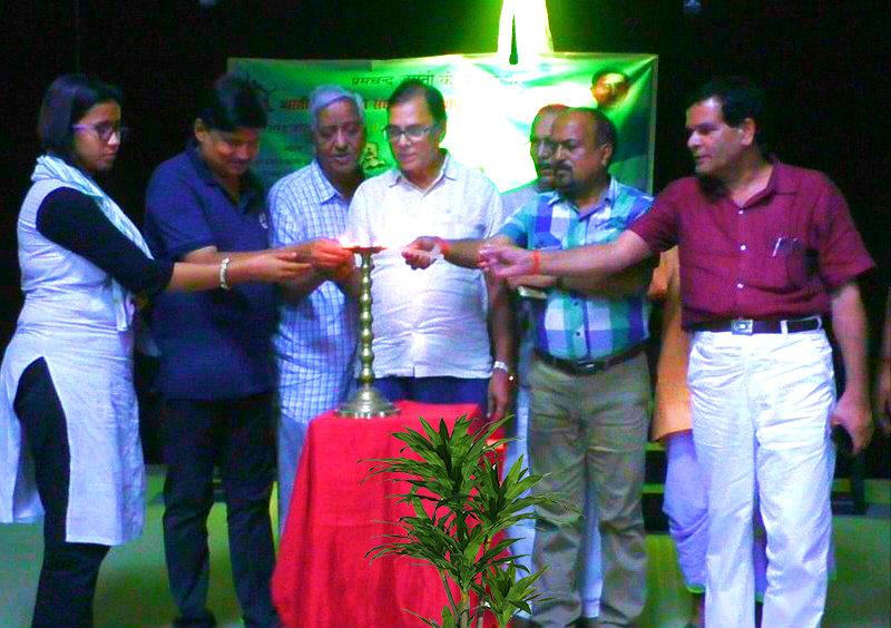 Samajsevi Dr.Bhupendra Narayan Madhepuri along with SDM Vrindalal, SDPO Wasi Ahmed, Ipta District President Dr.Naresh Kumar, Patron Prof.Shyamal Kishore Yadav, Mukhiya Laxami Kumari inaugurating