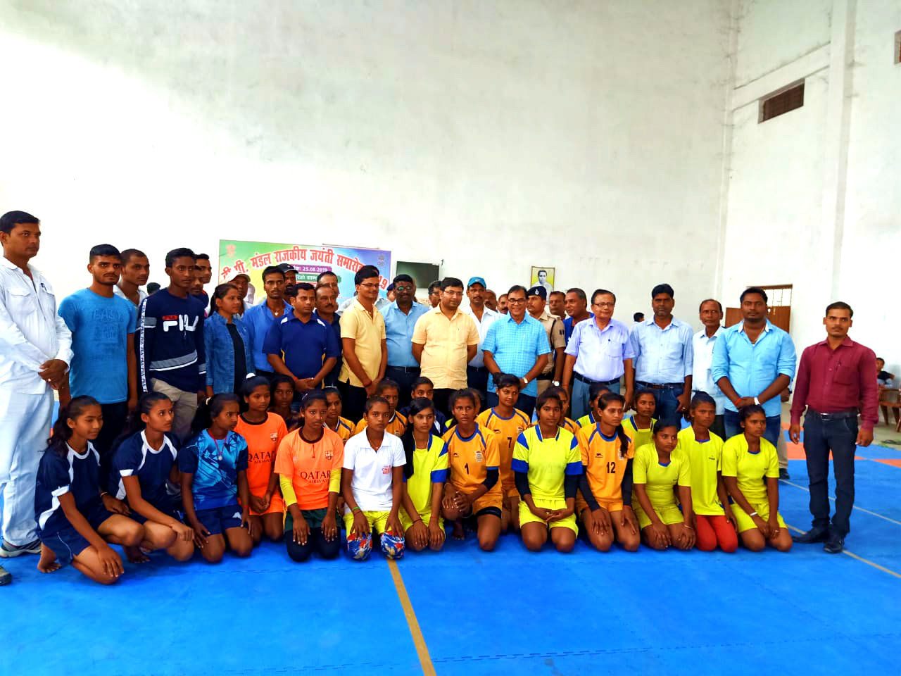 Dr.Madhepuri along with DM Navdeep Shukla, Arun Kumar, DSO & others with Kabaddi Players in BP Mandal Indoor Stadium.
