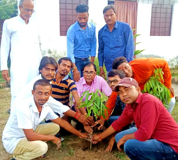 Dr.Madhepuri along with teachers and guardians engaged in plantation ceremony on the of Independence Day at D.L.Public School, Sabaila, Singheshwar.