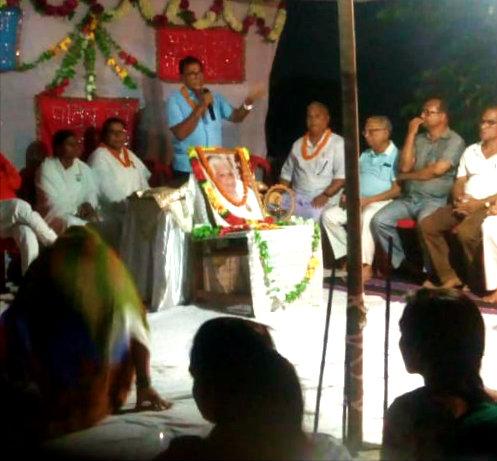 Dr.Madhepuri addressing devotees at Brahma Kumari Ishwariya Vishwa Vidyalaya Madhepura.