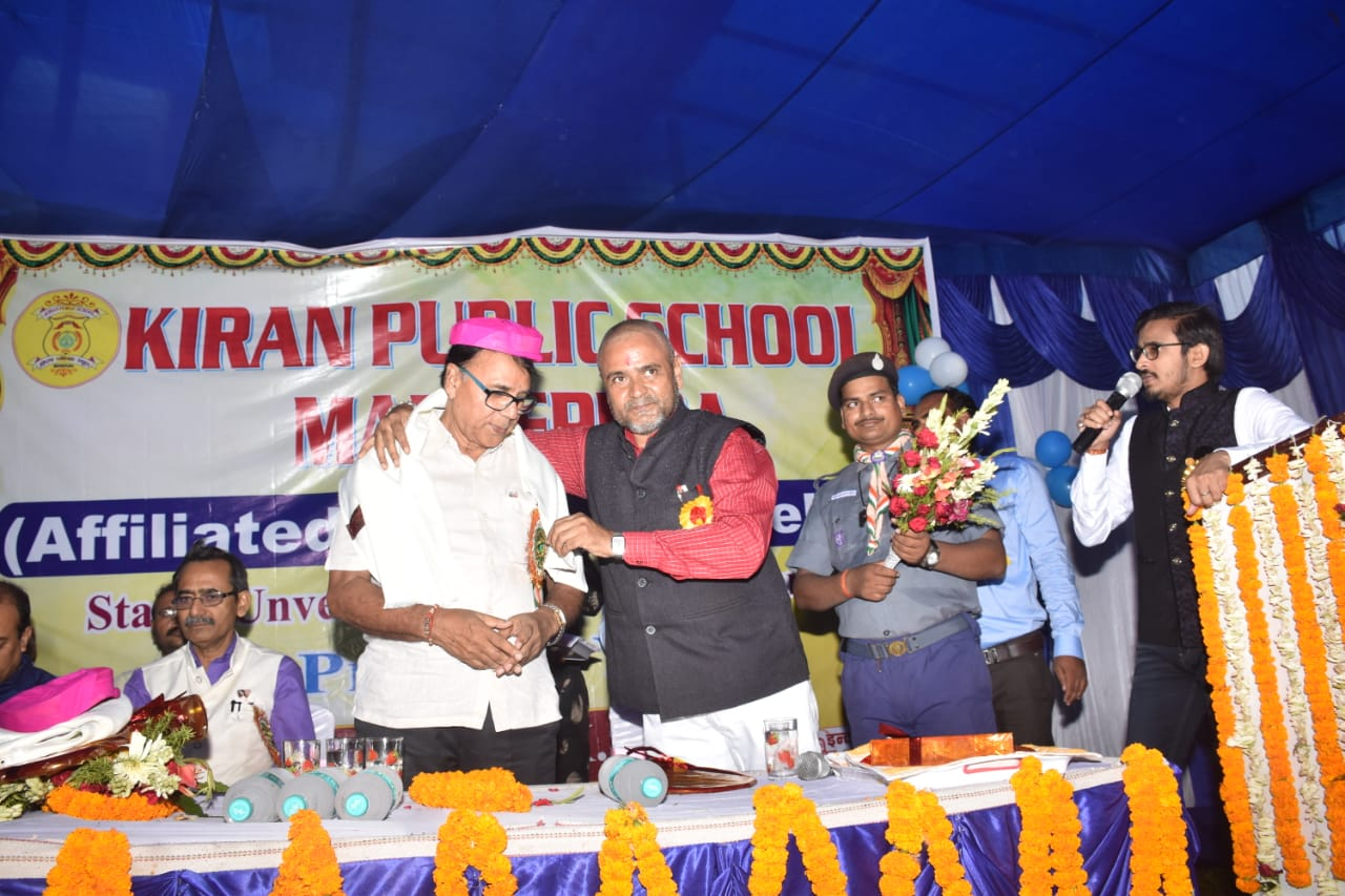 Dr.Madhepuri is being honoured at Kiran Public School.