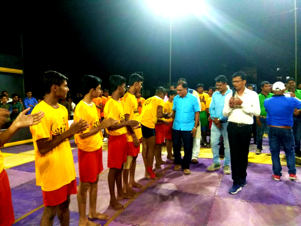 Dr.Madhepuri, popularly known as Bhishma Pitamah of Madhepura, getting himself acquainted with the players along with Sachiv Shri Arun Kumar and others.