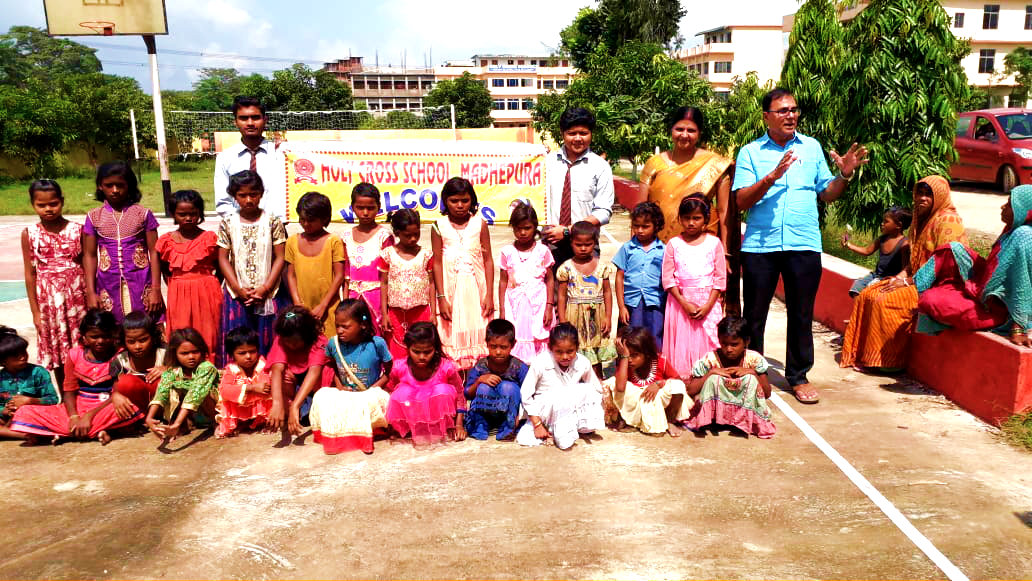 Samajsevi Dr.Bhupendra Madhepuri along with Principal Dr.Vandana Kumari (Holy Cross Public School) with adopted 25 Dalit Kids who were