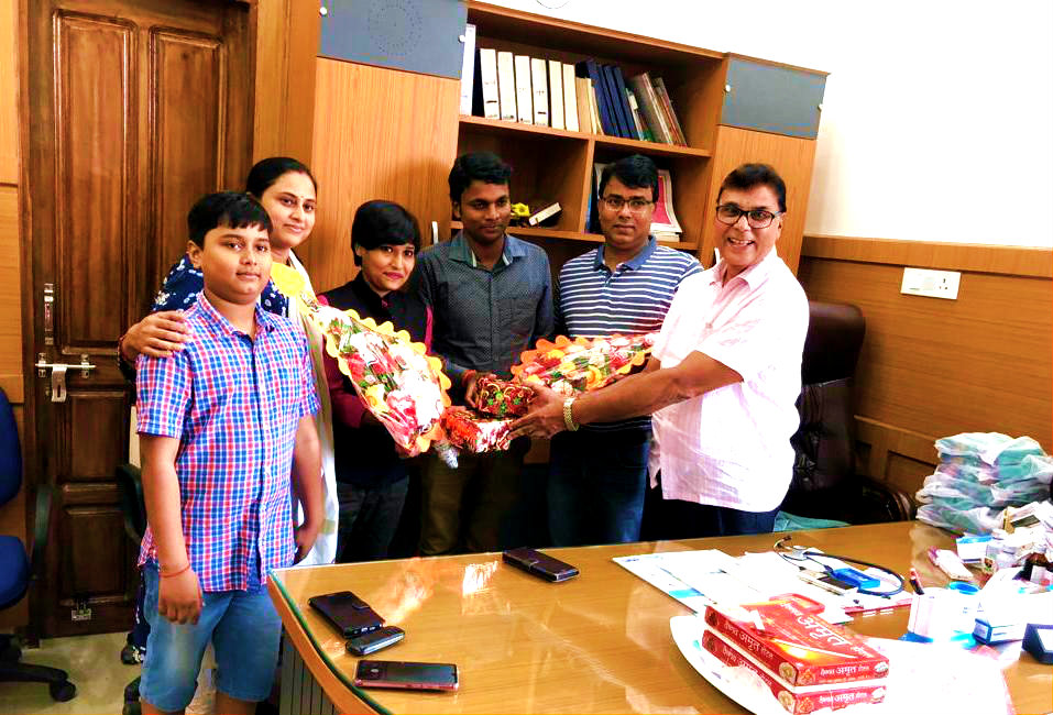 Patron Dr.B.N.Yadav Madhepuri, Surgeon Dr.Barun Kumar & Lady Doctor Dr.Rashmi Bharti of Vrindavan Hospital along with a lovely kid Aditya felicitating Karate Queen Sony Raj and Sawant Kumar Ravi...... Bronze Medal winner for India & Team Manager of Indian Sambo Team respectively at Vrindavan Hospital, Madhepura.