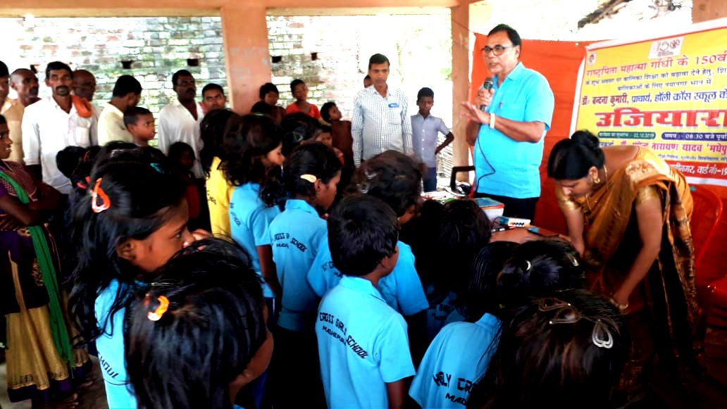 Dr.Madhepuri along with Principal Holy Cross Public School seen hereby devoted for the proper education of 25 Kids amidst the teachers & villagers at nearby Dalit Basti.
