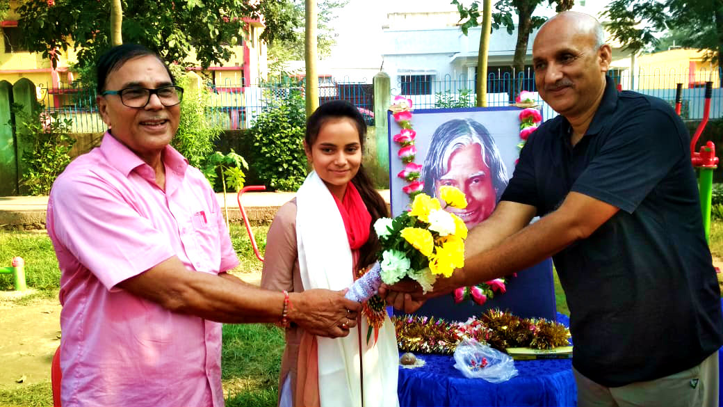 Dr.Madhepuri along with Former Minister Prof.Chandrashekhar encouraging Shivali for her grand singing performance.