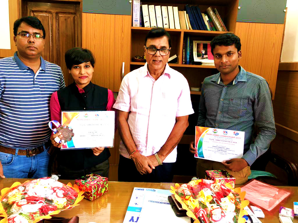 Dr.Madhepuri & Dr.Barun witnessing the certificate & medal obtained by Soni Raj & Sawant Kumar Ravi.