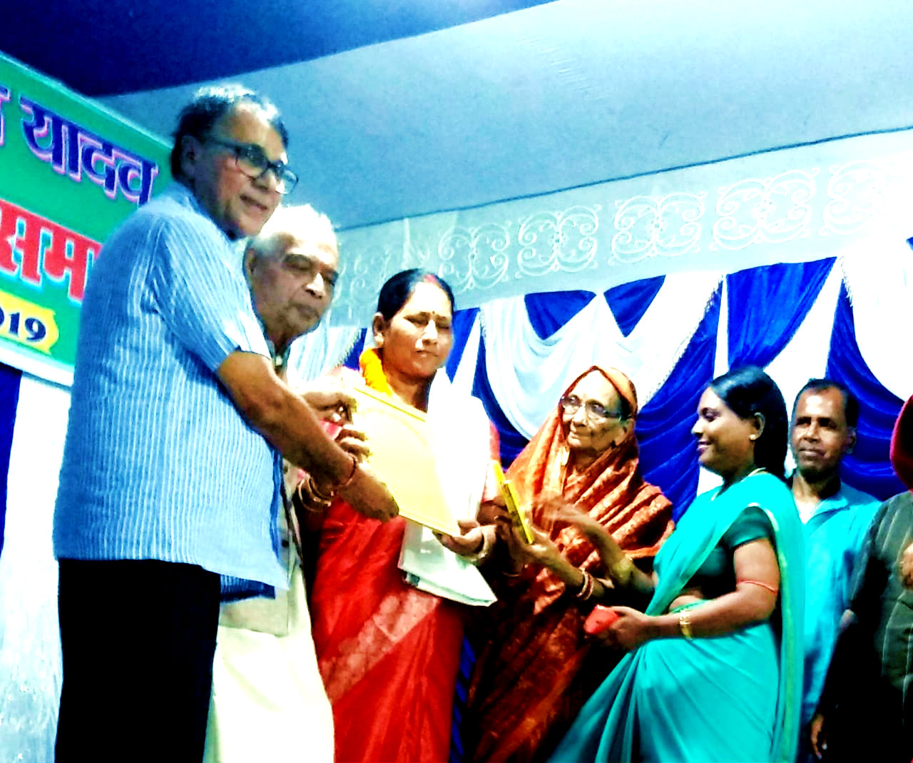 Samajsevi-Sahityakar Dr.Bhupendra Madhepuri along with Ex-ProVC Dr.K.K.Mandal giving Certificate & Angavastram to Science Teacher Smt.Sita Devi from Keshav Kanya Girls High School in an event organised by S.K.P.Y. Memorial Trust.