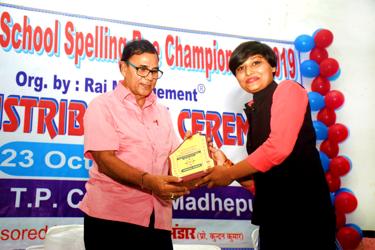 Dr.Madhepuri receiving honour from International celebrity of Sambo in India Miss Soni Raj at 6th Inter-school Spelling Bee Championship.