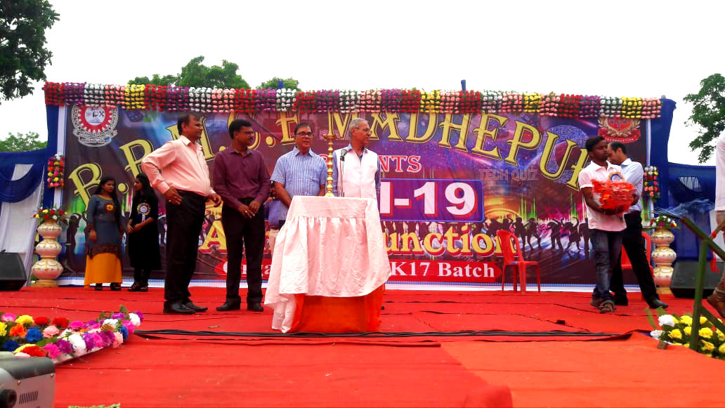 Samajsevi Dr.Madhepuri, VC Dr.A.K.Roy, Principal Er.Arvind Kumar Amar, Dr.S.D.Singh on the Dias of Annual Function Day of B.P.Mandal Engineering College.