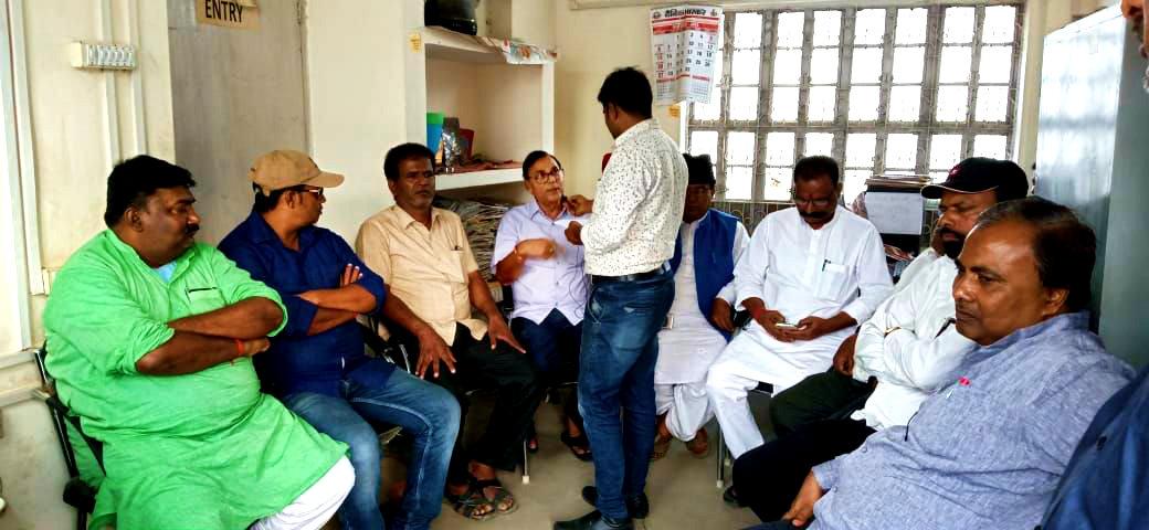 Dr.Madhepuri along with Md.Saukat Ali, Vice-Chairman Ashok Kumar Yadav Yadubanshi, Ward Parshad Ashok Sinha, Dhyani Yadav, Manish Kr. Mintu & others attending
