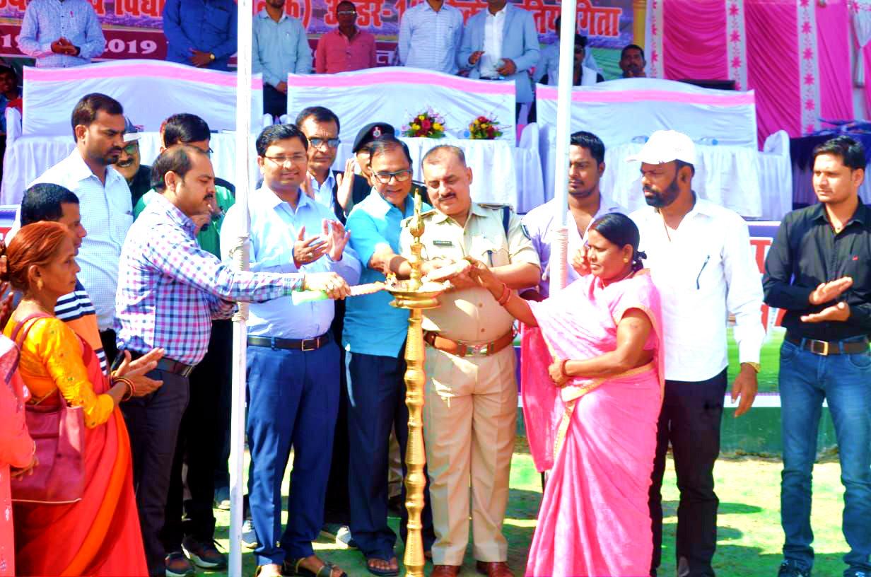 Samajsevi Dr.Bhupendra Madhepuri along with DM Navdeep Shukla, SP Sanjay Kumar, NDC Rajneesh Kumar Ray, Rekha Devi (WC) and others inaugurating the State Level Boys under14 Cricket Tournament at BN Mandal Stadium, Madhepura.