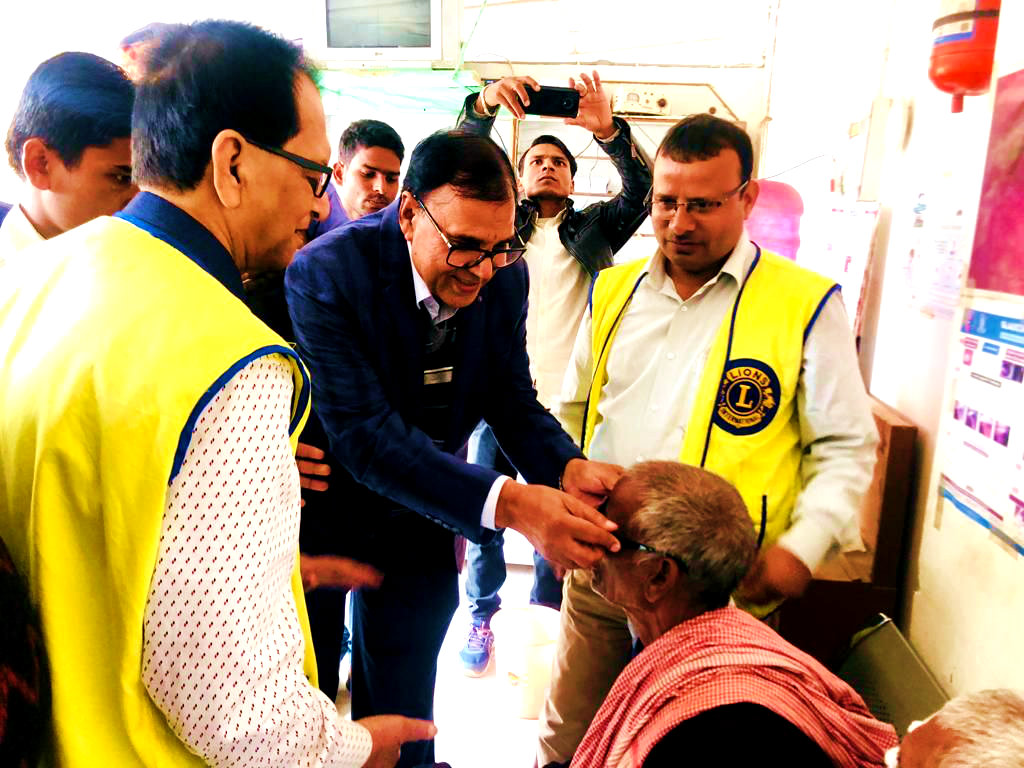 Dr.Madhepuri inaugurating the Free Eye Camp along with President Dr.S.N.Yadav & others.