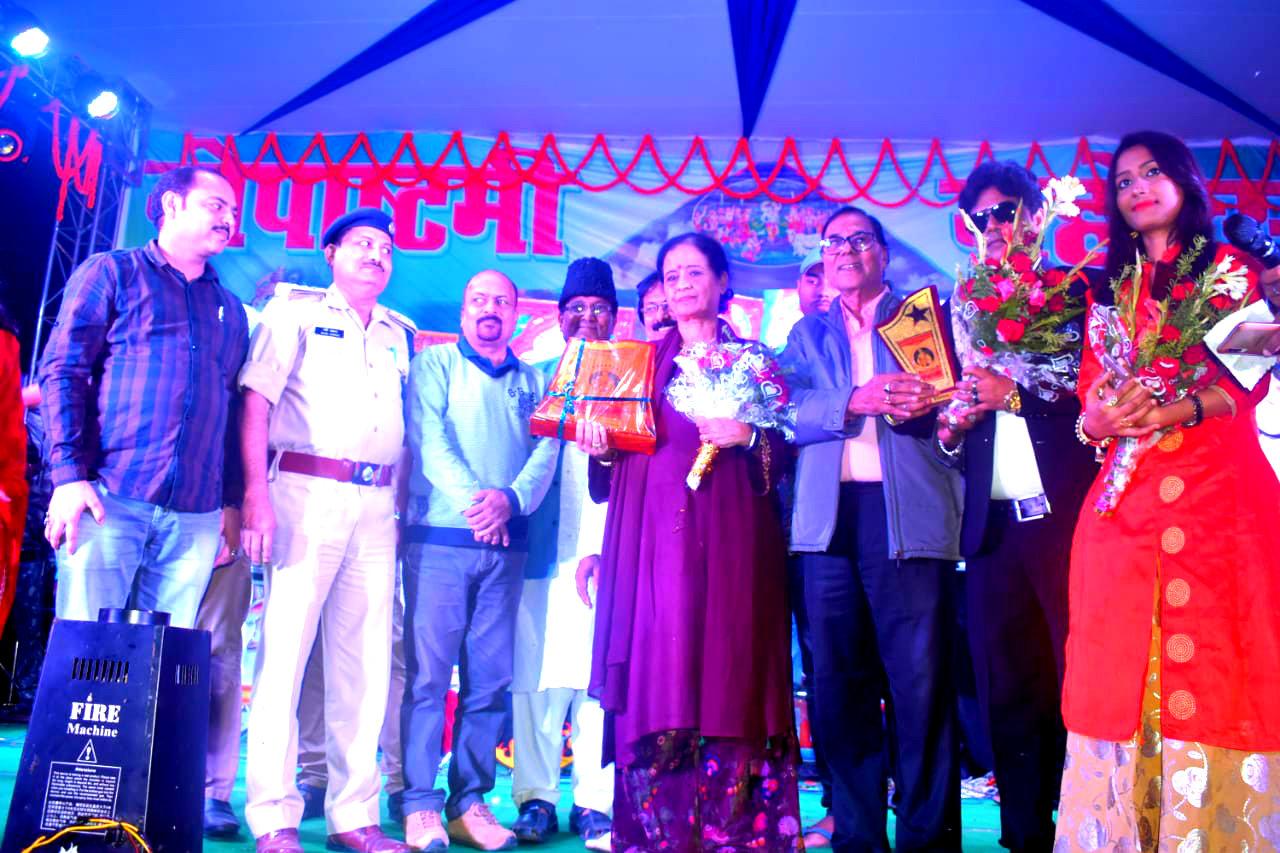Dr.Madhepuri along with SDM, SDPO, NDC & others celebrating the celebrity Sapna Awasthi of (Bollywood Playback Singer) Mumbai.